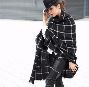 M.O.I - Grote zwart/wit geblokte omslag sjaal
